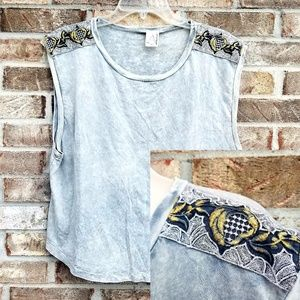 American Age 》Shoulder Embroidered Tank
